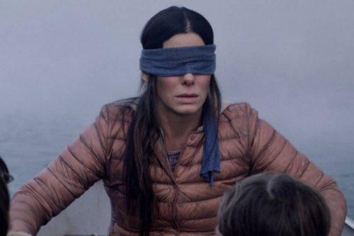 Foto de Sandra Bullock con los ojos vendados de la película Bird Box